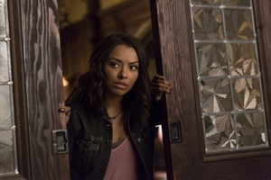 "The Vampire Diaries ""Live Through This"" (7x05) promotional picture"
