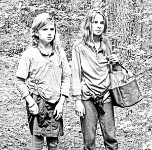 The Walking Dead - Coloring Pages - Mika and Lizzie