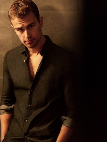Theo James And Shailene Woodley Wallpaper Probably Containing A Business Suit