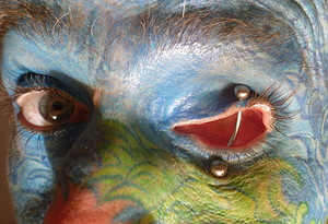 Tuerto - eyelids piercing