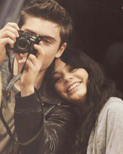 Zac Efron & Vanessa Hudgens wallpaper called Zac Efron and Vanessa Hudgens