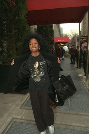 diana ross got her michael jackson overhemd, shirt on