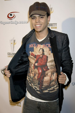 diana ross's son evan ross got his michael jackson camisa, camiseta on