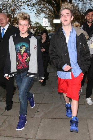edward grime from jedward wears a shirt of michael jackson