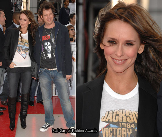 jennifer Cinta hewitt and jamie kennedy wears a baju of michael jackson