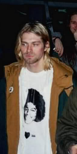 kurt cobain from Nirvana wears a camicia of michael jackson