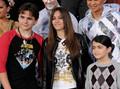 michael jackson's kids prince jackson , paris jackson and blanket jackson wears a shirt of mj - blanket-jackson photo