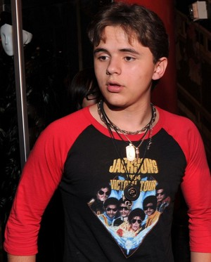 michael jackson's son prince jackson wears a shirt of michael jackson
