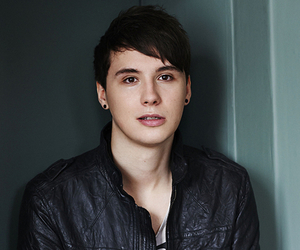 danisnotonfire wallpaper possibly containing a well dressed person and a portrait titled tumblr np6i04WWgO1suya58o8 400