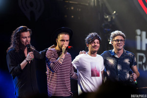 106.1 চুম্বন FM's Jingle Ball 2015