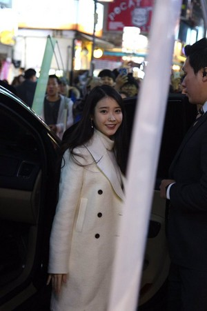 151128 iu Arriving at Chamisul Mini-Concert at Busan