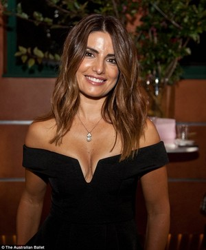 25E4525C00000578 2962604 Flawless Actress Ada Nicodemou stunned in an off the shoulder bl a 1 142449