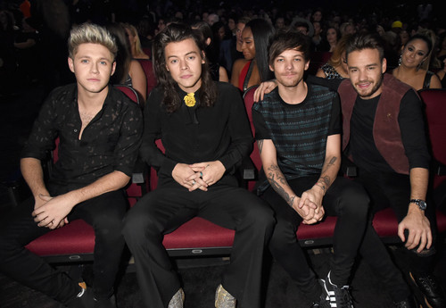 one direction fondo de pantalla probably with a business suit, a throne, and a well dressed person called AMA's 2015