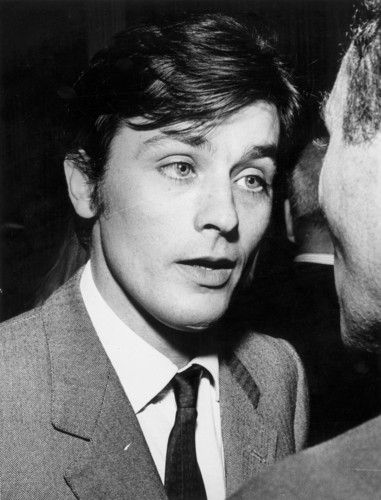 알랭 들롱 바탕화면 with a business suit titled Alain Delon