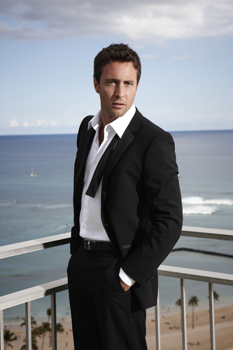 Alex O'Loughlin wallpaper with a business suit, a suit, and a dress suit entitled Alex O'Loughlin