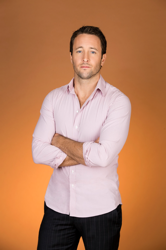 Alex O'Loughlin wallpaper possibly with an outerwear, a pantleg, and a well dressed person entitled Alex O'Loughlin