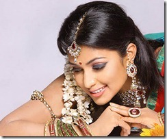 Amala Paul closeup pic thumb