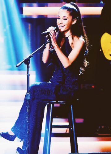 अरियाणा ग्रांडे वॉलपेपर containing a संगीत कार्यक्रम entitled Ariana Grande