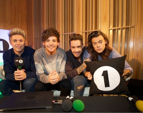 One Direction پیپر وال entitled BBC Radio 1 Live Lounge