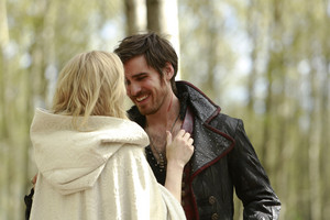 "Captain swan Stills From 5.08 ""Birth"""