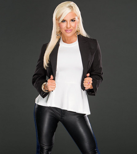 Diva WWE kertas dinding with a well dressed person, a legging, and tights called Dana Brooke