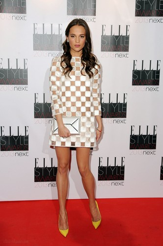 Alicia Vikander দেওয়ালপত্র probably containing a hip boot entitled Elle Style Awards