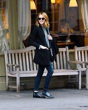Emma out in NYC