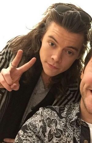Harry leaving X Factor studios