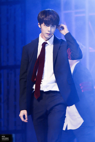 Monsta X fond d'écran containing a business suit, a suit, and a three piece suit entitled Hyungwon hottie ♔♥
