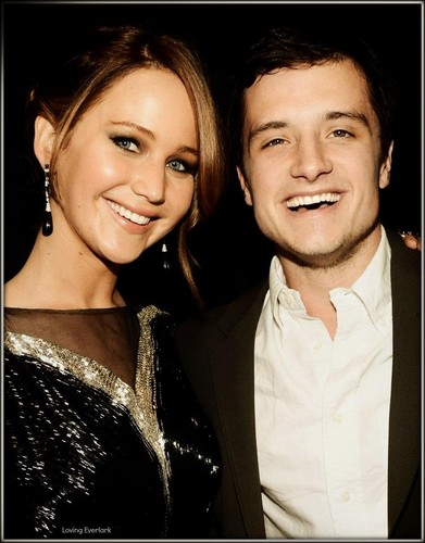 Jennifer Lawrence & Josh Hutcherson پیپر وال containing a portrait entitled Joshifer Smiling!