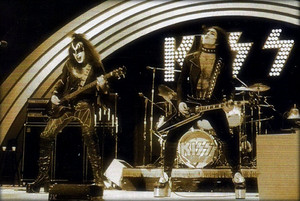 Kiss ~February 21, 1974 ABC in concert