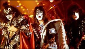 চুম্বন ~Hamburg, West Germany…October 4, 1980 (Unmasked Tour)