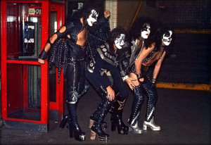 KISS ~October 26, 1974 (New York City subway)