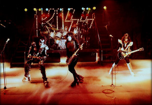 KISS ~Reading, Massachusetts...November 1976 )Rock And Roll Over dress rehearsals)