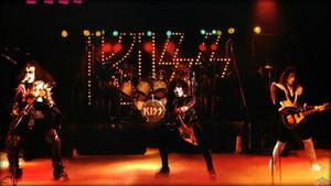 किस ~Reading, Massachusetts…November 1976 (Rock And Roll Over tour dress rehearsal)