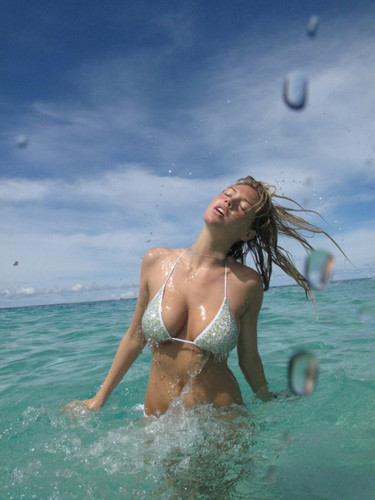 Kate Upton fond d'écran with a bikini titled Kate Upton