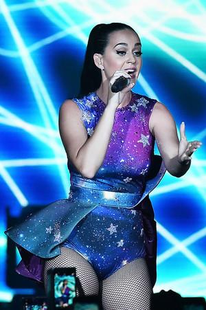 Katy Performs at Dubai Airport's Air ipakita Gala