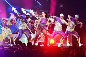 Katy Performs at Dubai Airport's Air mostra Gala