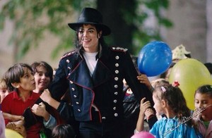 MJ With Children At Neverland