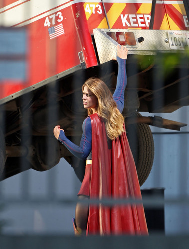 Supergirl (2015 TV Series) hình nền called Melissa Benoist