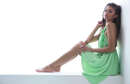 Zendaya Coleman wallpaper possibly with a dinner dress called Modeliste Magazine