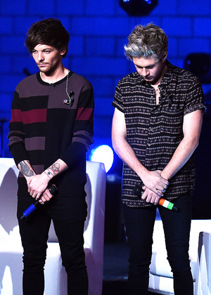 Moment of silence out of respect for the events in Paris at the start of the 1D London Session
