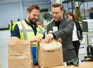 Olly Murs Delivers Gifts For アマゾン Prime Now