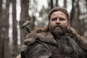 Peter Gantzler as Earl Ragnar