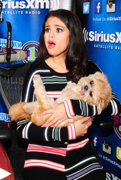 Selena and 小狗