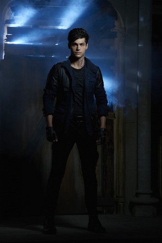 Alec Lightwood hình nền with a business suit and a well dressed person titled Shadowhunters - Alec Lightwood - Promotional Stills