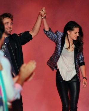 TCA 2012 robsten holding hands