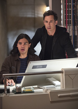 The Flash - Episode 2.06 - Enter Zoom - Promo Pics