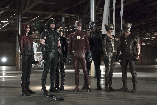 The Flash and Arrow - First Look Promotional picha from Crossover