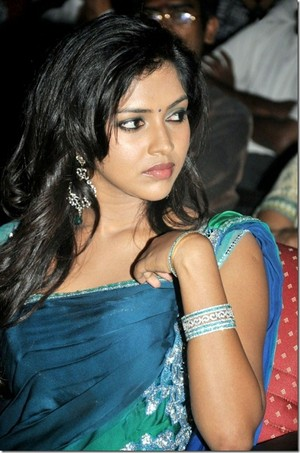 amala paul latest still thumb 1 1